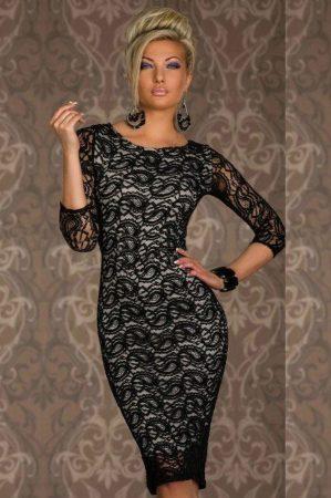 Gyönyörű fehér bélésű, fekete csipkés ruha